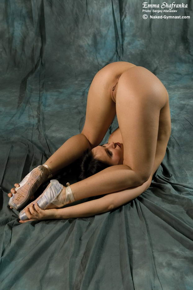 beautiful sexy flexible yoga babes