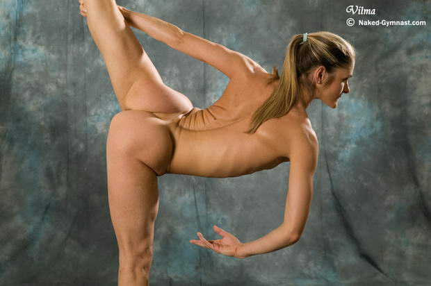 flexible women that sucks her own clit